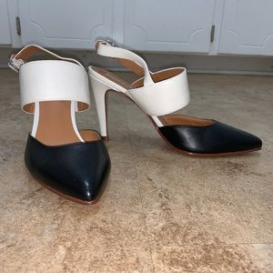 Like New Halogen Color Block Sling Back Heels B&W